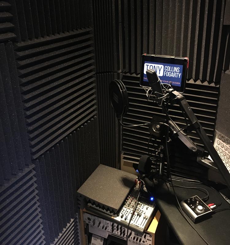 Studio de Voix-Off Anglaise.  Tony Collins Fogarty - voix britannique masculine